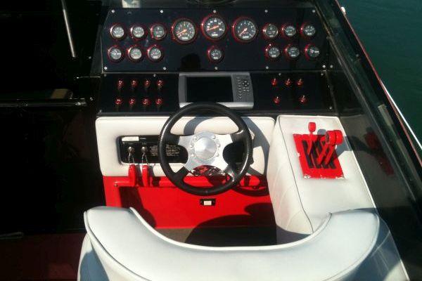 Chris Craft 312 Stinger Emerson Fittipaldi Edition
