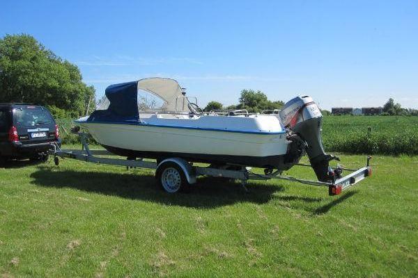 Offenes Motorboot