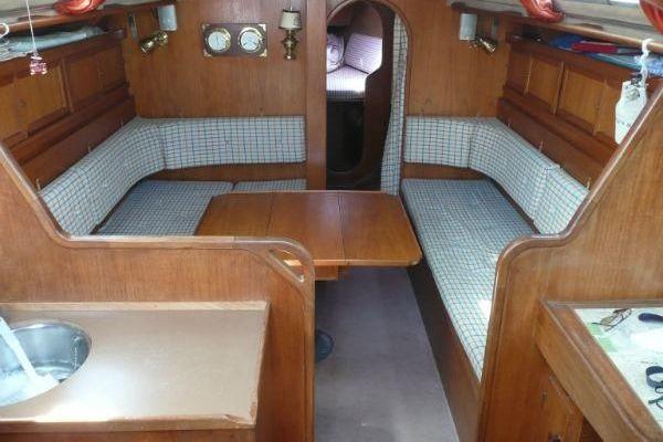 90523-1030282   Sverjö  Salon mit Blick ins Vorschiff