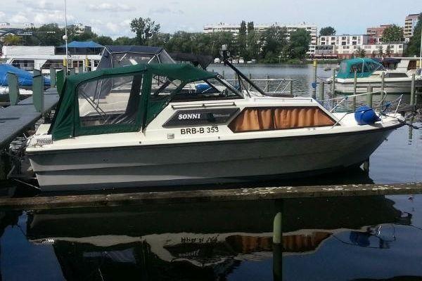 Motorkajütboot mit 3 Schlafplätze
