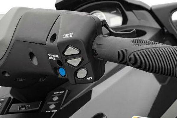2014-Yamaha-FX-Cruiser-SHO-EU-Black-Metallic-Detail-003