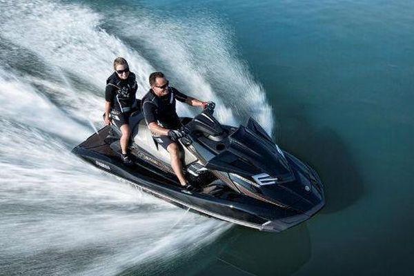 2014-Yamaha-FX-Cruiser-SHO-EU-Black-Metallic-Action-003