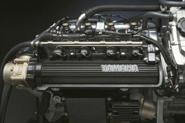 2013-Yamaha-VX-Cruiser-EU-Silver-Metallic-Detail-001