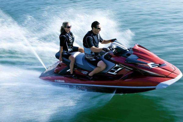 2013-Yamaha-FX-High-Output-EU-Crimson-Red-Metallic-Action-002