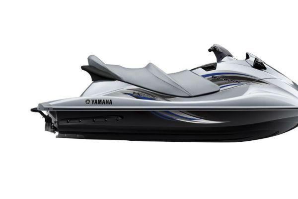 2013-Yamaha-VX-Cruiser-EU-Silver-Metallic-Studio-002
