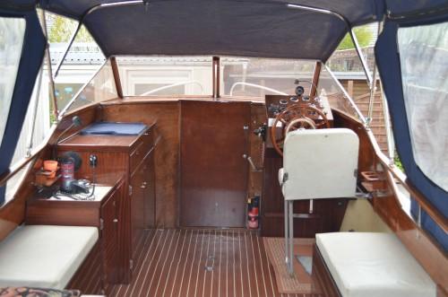 motorboot mit trailer gebrauchtboote markt. Black Bedroom Furniture Sets. Home Design Ideas