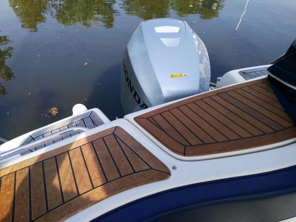 sportboot aqualine 690 weekend 99 26kw 135 00ps. Black Bedroom Furniture Sets. Home Design Ideas