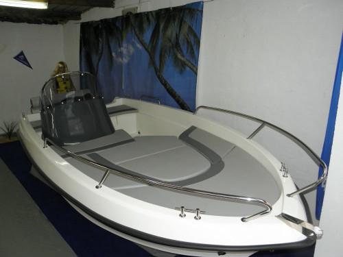 motorboot konsolenboot sportboot neuboot wave 450. Black Bedroom Furniture Sets. Home Design Ideas