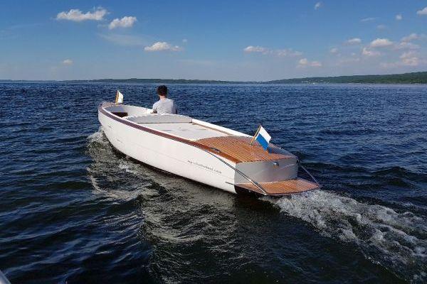 e.motion.Lago.Classic.elektrobootfahren