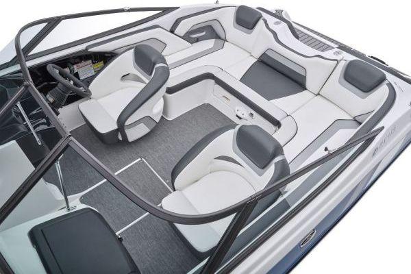 2018-SX195-Blue_Cockpit-Seating_l