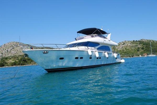 Yaretti 2210 Vision Yacht