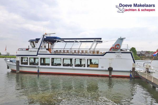 Fahrgastschiff 120 gäste