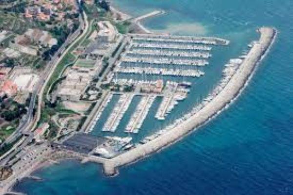 Liegeplatz Marina degli Aregai 16…