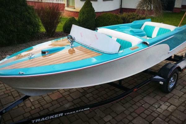 Moonfleet Aquila Sportboot mit Trailer